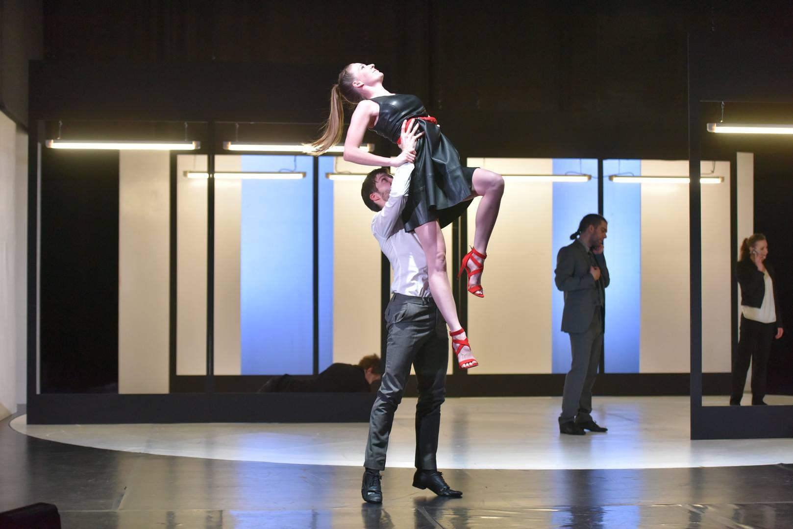 tánc medvék orgia