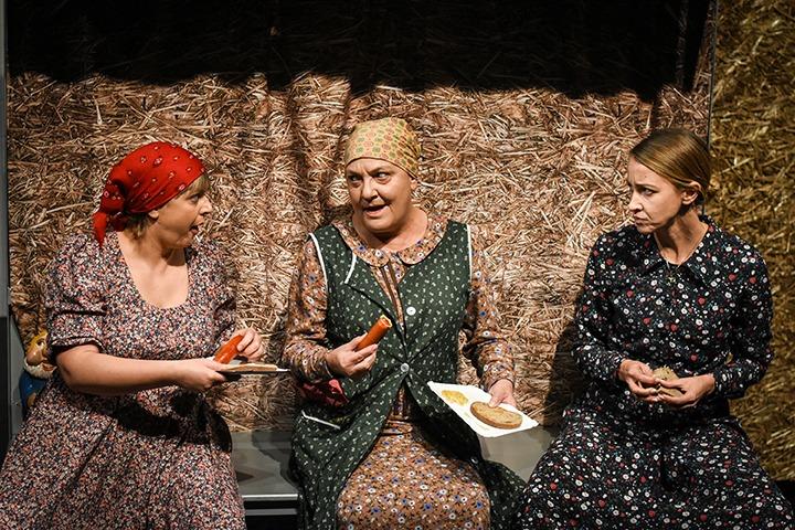 Lass Bea, Egri Kati, Bakonyi Csilla (© Jászai Mari Színház, Prokl Violetta)
