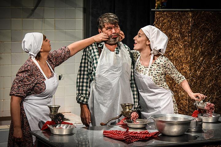 Lass Bea, Megyeri Zoltán, Pilnay Sára (© Jászai Mari Színház, Prokl Violetta)