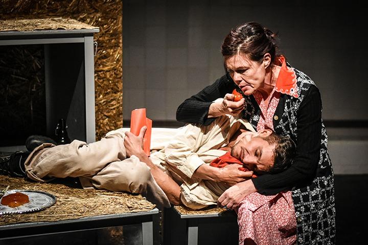Mikola Gergő, Györgyi Anna (© Jászai Mari Színház, Prokl Violetta)